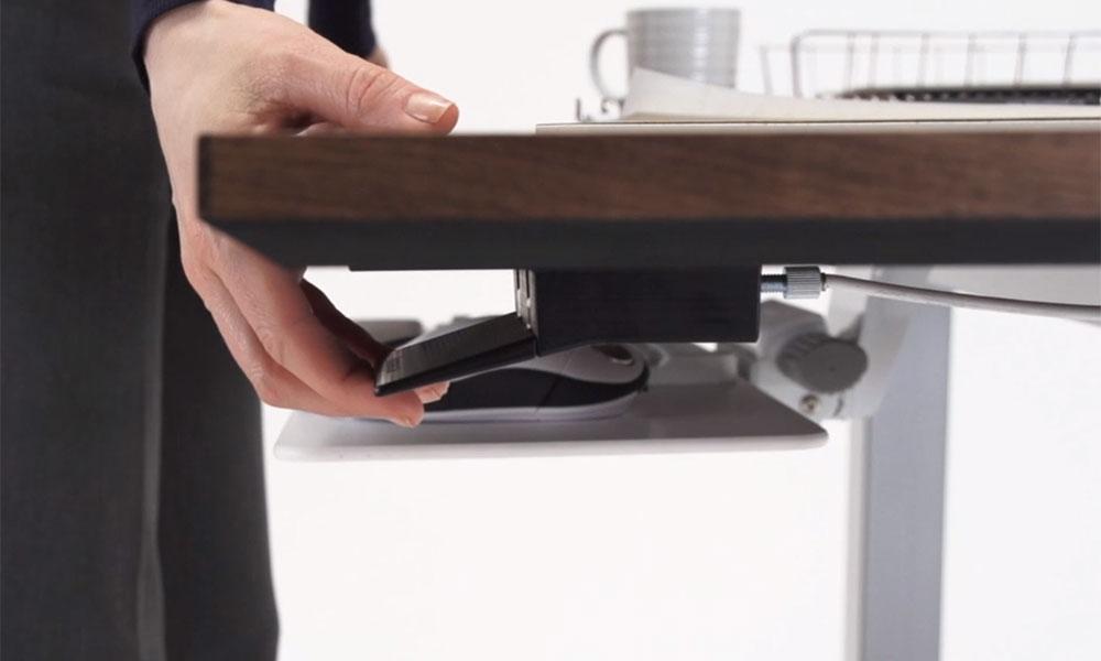 Pneumatic standing desk